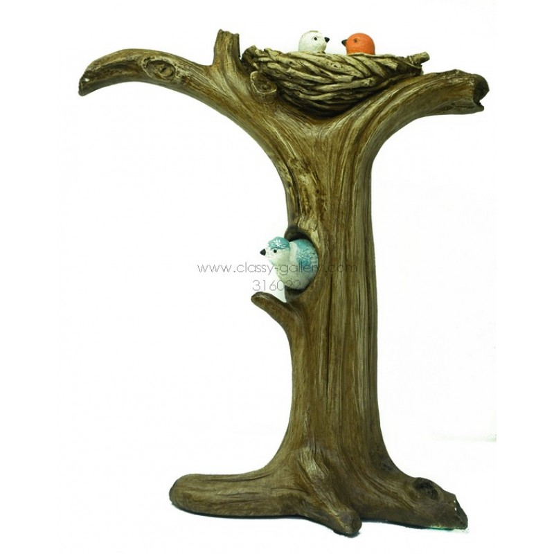 تحفة بشكل شجرة مع عش