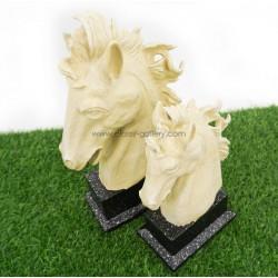 تمثال رأسين حصان