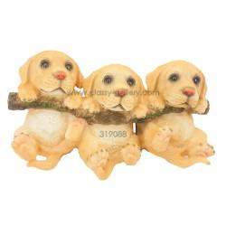 تحفة بشكل مجموعة كلاب