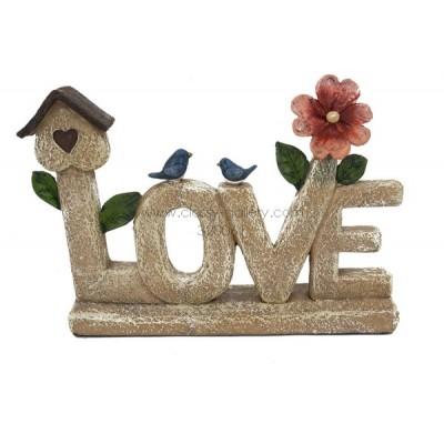 تحفة بشكل كلمة Love