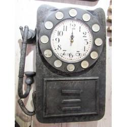 ساعة على شكل تليفون