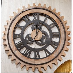 ساعة حائط خشبية بشكل ترس