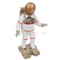ديكور بشكل رجل فضاء