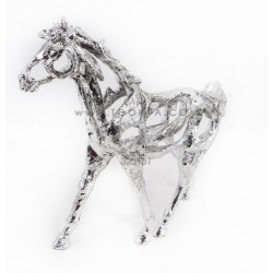 حصان فضي مجوف