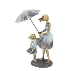 تمثال ام وطفلة
