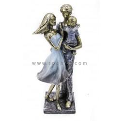 تمثال الأسرة مقاس  : 12x10x32cm