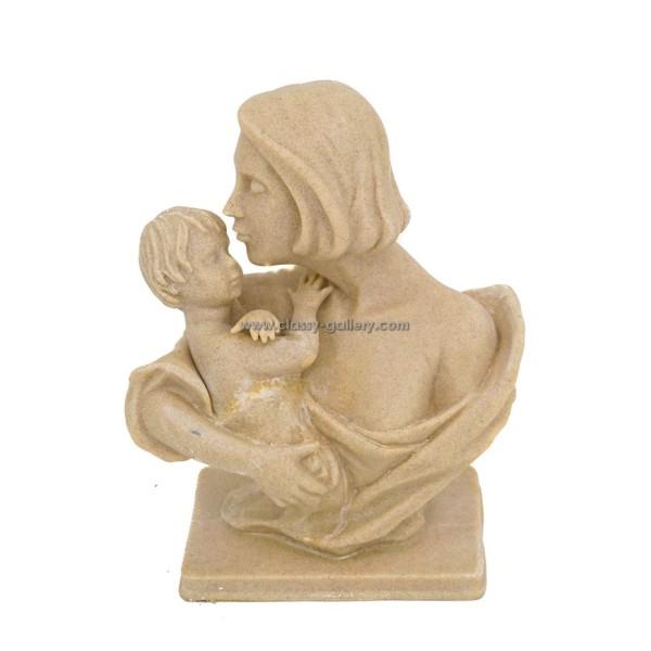 تمثال الام