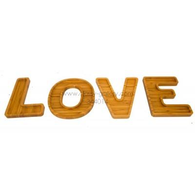 صحون تقديم خشبية بشكل كلمة LOVE