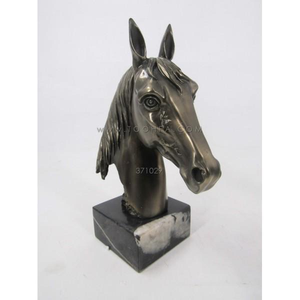 تحفة على شكل رأس حصان