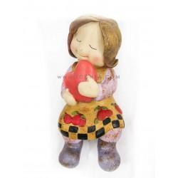 تمثالالبنت حاملة القلب