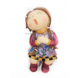 تمثال طفلة تغني
