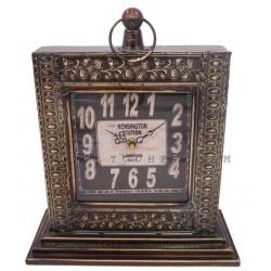 ساعة طاولة