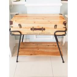 طاولة بشكل صندوق خشب