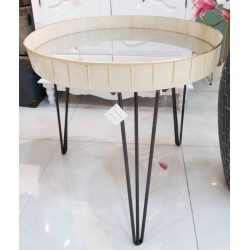 طاولة معدنية