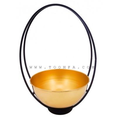 وعاء معدني ذهبي مزين باطار