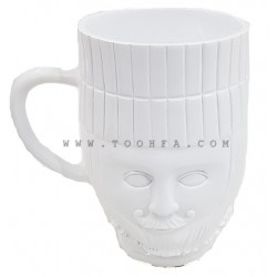 كأس بملامح وجه