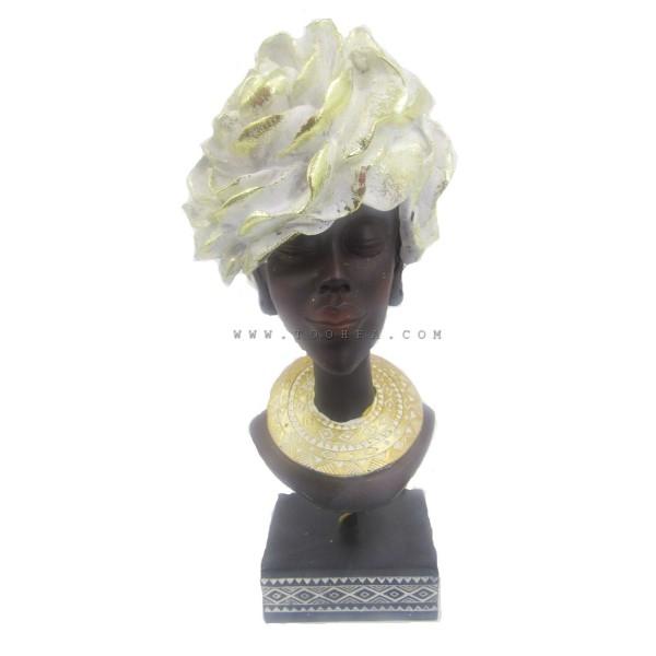 تحفة على شكل فتاة ب قبعة بيضاء