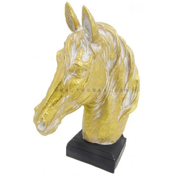 تحفة على شكل رأس حصان ذهبي