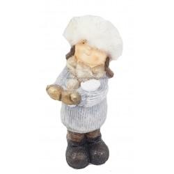 تمثال فتاة بقبعة