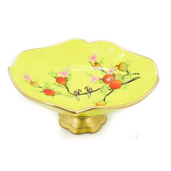 فازة صفراء بزخارف الورد. المقاس :30.5*14.5