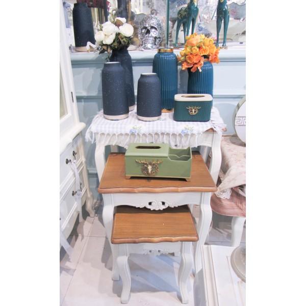 طقم طاولات تقديم -  لون أبيض كريمي بسطح خشبي - مع زخارف