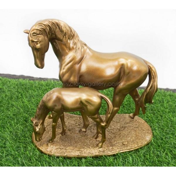 تمثال بشكل خيول برونزية