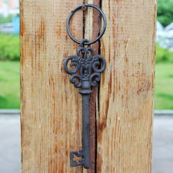 مفتاح معدني