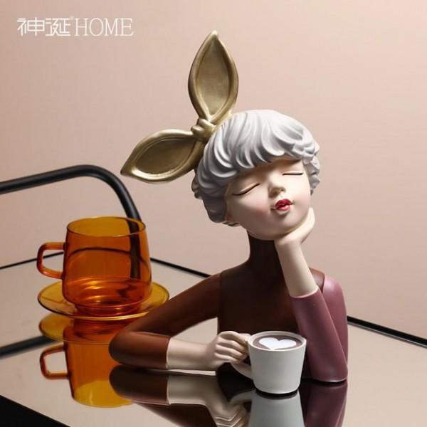 ديكور فتاة القهوة. المقاس :16.5*12*32